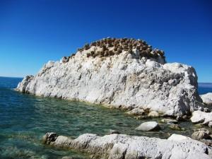 Скалы у южного берега Хяргас Нуура