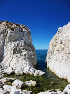 Скалы и проходы к воде