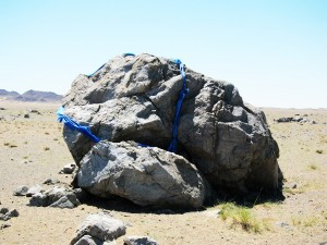 Знак-камень, южные окрестности Хяргас Нуура