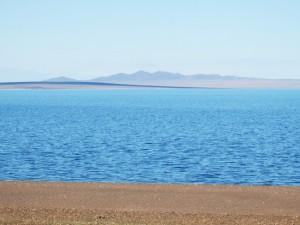 Утренний вид на залив между двумя косами озера