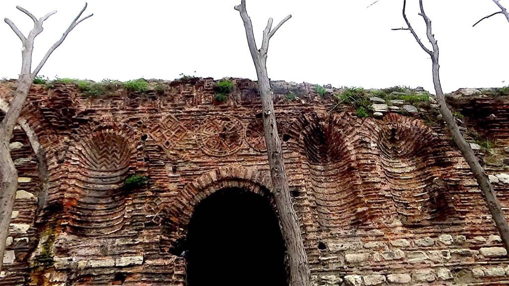 Участок стены